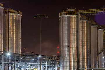 Industrie bij nacht, industry by night van Erik Snoey