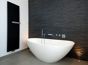 badkamer met bad en chauffage