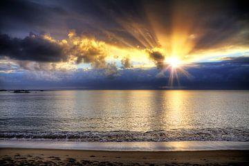 Madagaskar strand zonsondergang van Dennis van de Water
