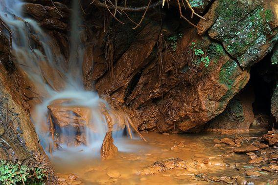 Iron Waterfall III van Cornelis (Cees) Cornelissen