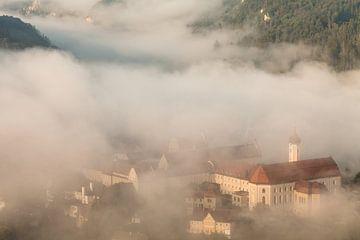 Monastère de Beuron dans le brouillard matinal - Vallée du Danube - sur Jiri Viehmann
