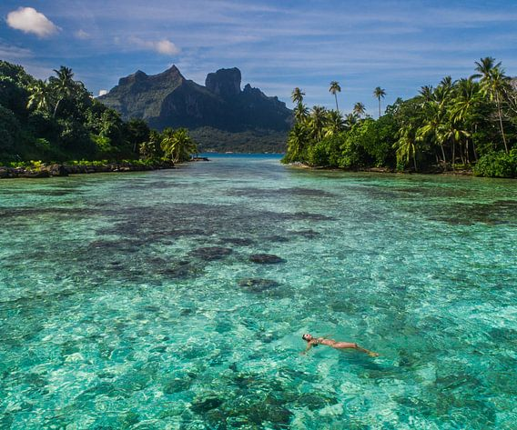 Drijven in lagune van Bora Bora