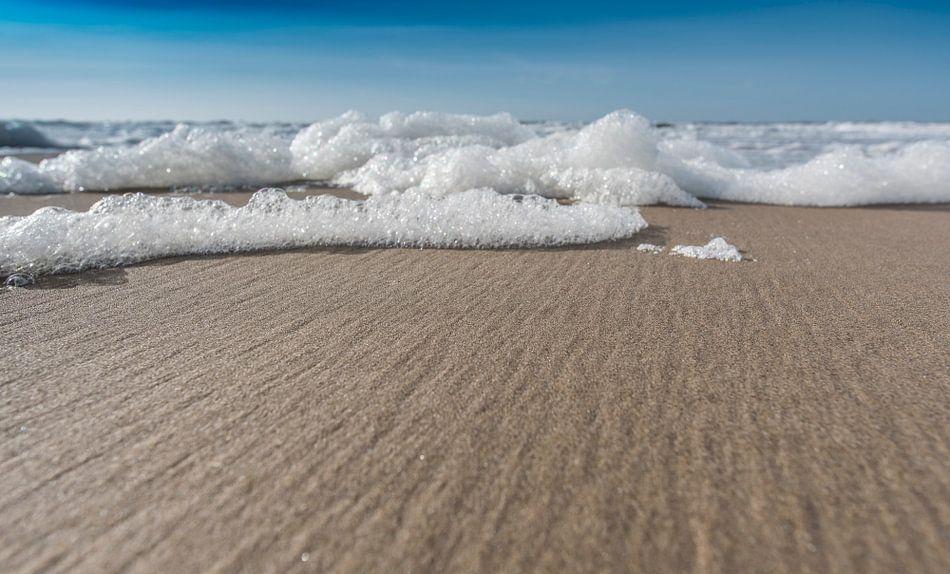Schuim op het strand deel 3 van Alex Hiemstra