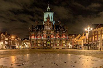 Stadhuis van Delft in de nacht van Peter Voogd