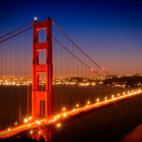 Evening Cityscape of Golden Gate Bridge  van Melanie Viola
