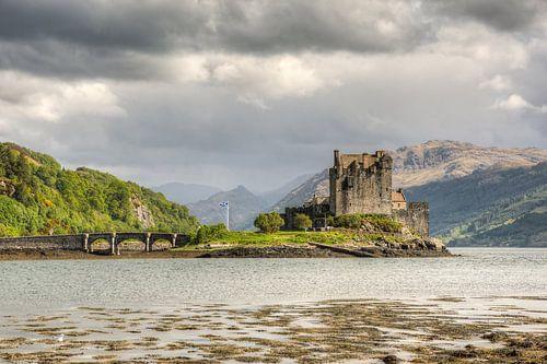 Eilean Donan Castle van Michael Valjak