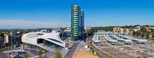 Panorama centraal station met trolleybus Arnhem