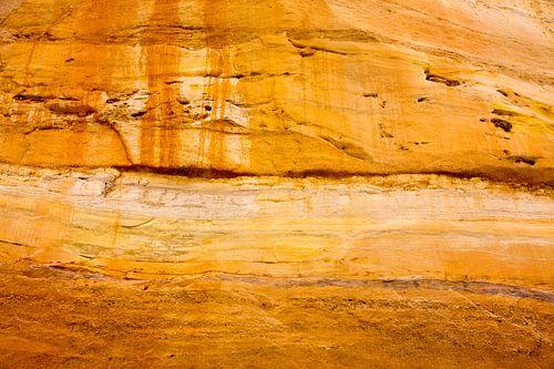 Zonnig kleurenspel op de rotsen. van
