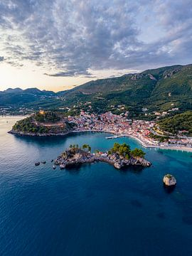 Luchtfoto Parga, Griekenland van Liset Verberne