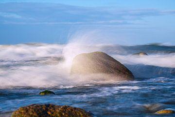 Steine an der Ostseeküste bei Warnemünde an einem stürmischen Tag von Rico Ködder
