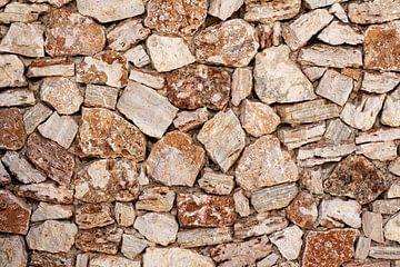 Mauer aus mediterranem Kalkstein von Uwe Merkel