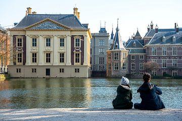 Hofvijver met het Torentje en Mauritshuis Den Haag van Michel Groen