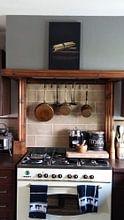 Klantfoto: Stilleven met bundel asperges op antieke tafel. Wout Kok One2expose van Wout Kok, op canvas