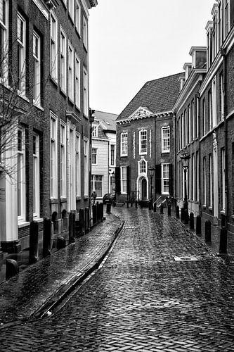 Een verlaten Achter Sint Pieter in Utrecht op een druilerige dag  van