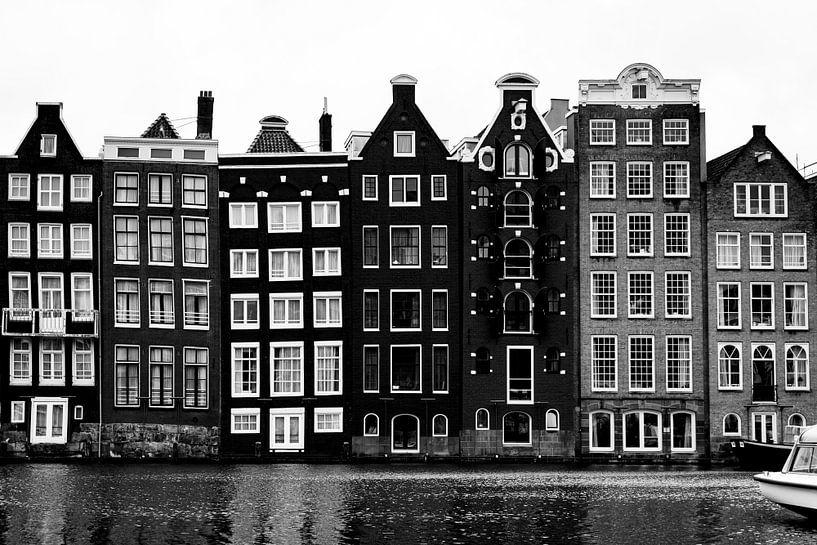 Der Damrak Amterdam im Schwarz-Weiß-Bild von Linsey Aandewiel-Marijnen