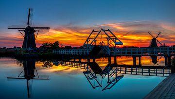 Zonsondergang bij de molens van Rob Bout