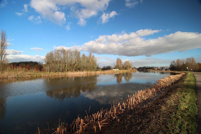 De Rotte bij Oud Verlaat met blauwe lucht en witte wolken van André Muller