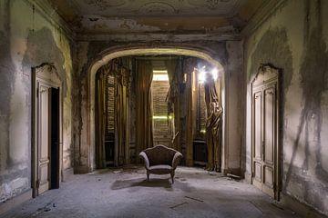 salon in een verlaten villa van