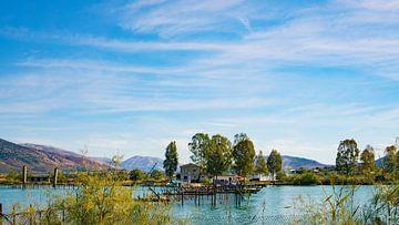 Chalet au milieu du lac dans le parc national de Butrint, Albanie sur Visiting The Dutch Countryside