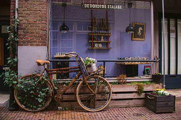 Vintage-Fahrrad in Dordrecht von Inge van der Stoep
