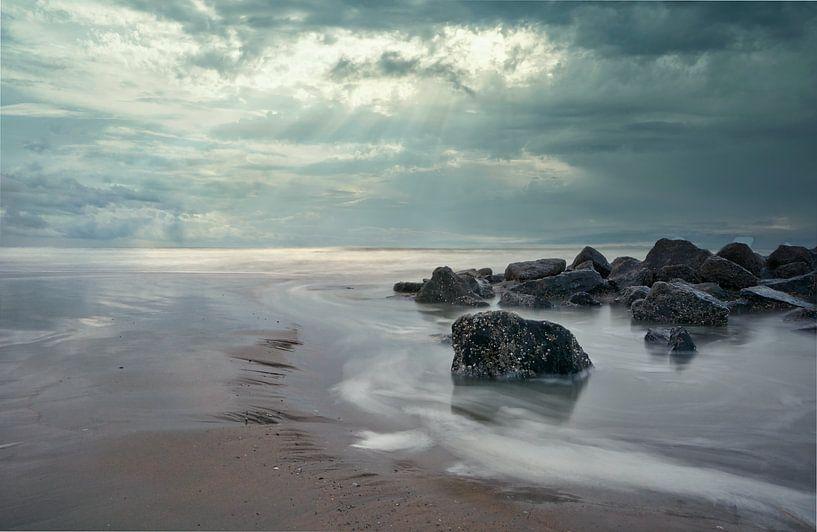 Le vent, le ciel et la plage sur Alexandra Van den Bossche