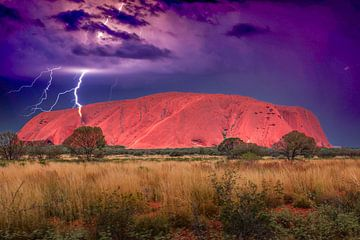 Uluṟu of Ayers Rock, Uluṟu - Kata Tjuṯa National Park, Northern Territory, Australië, 15 januari 201 van Henk van den Brink