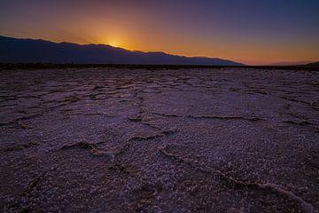 Zoutvlakte bij zonsondergang van