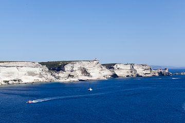 Panorama op de krijtrotsen bij Bonifacio, Corsica van Kees van Dun