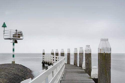 Uitzicht op zee. van Sigrid Westerbaan