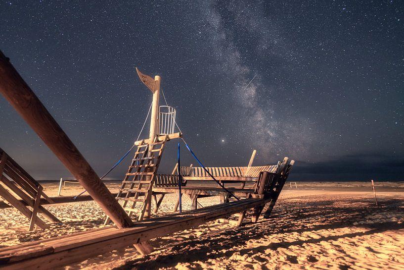 Piratenschiff und Milchstraße auf Insel Amrum von Oliver Henze