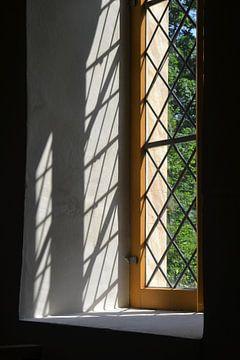 Fenêtres d'une ancienne église de village sur Heiko Kueverling