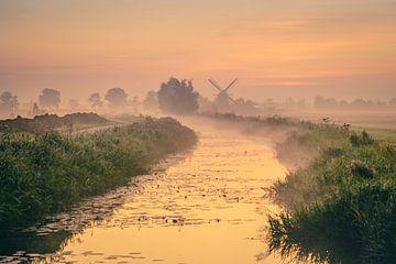 Lever de soleil au moulin à vent'De Eendracht' à Sebaldeburen sur Annie Jakobs