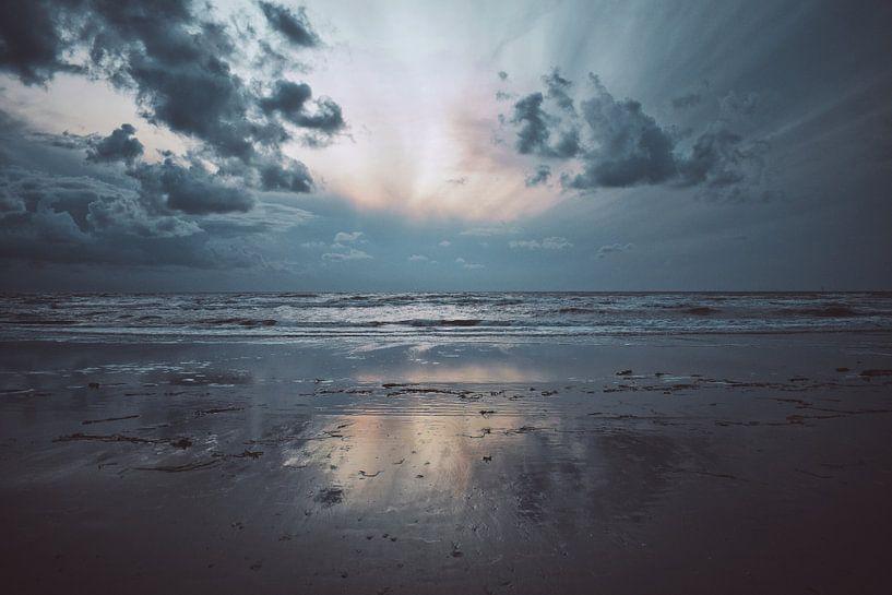 Strand bij Wijk Aan Zee van Niek van den Berg