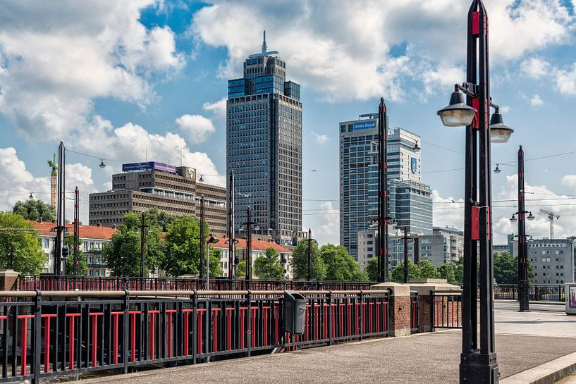 De Berlagebrug en de Skyline van Amsterdam. van Don Fonzarelli