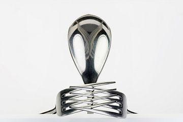 Figuur van lepel en twee vorken van Tonko Oosterink