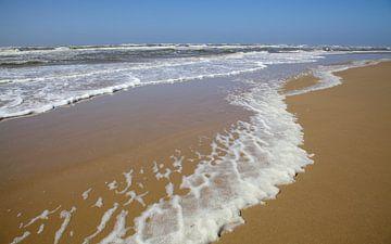 Wellen spulen am Strand vom Nordsee von Hans van der Weide