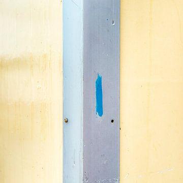 Abstract lijnenspel in geel grijs met een blauwe touch sur Texel eXperience