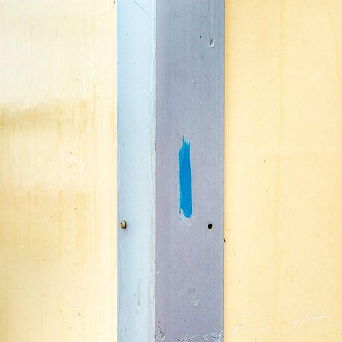 Abstract lijnenspel in geel grijs met een blauwe touch