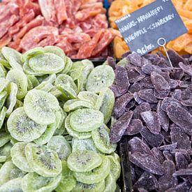 Gedroogd fruit te koop in Griekenland van Miranda van Hulst