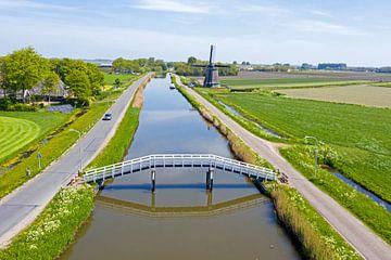 Luftaufnahme der Windmühle Obdam auf dem Land in den Niederlanden von Nisangha Masselink