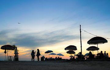 Zomerse avond; strand van Noordwijk van Jeanette van Starkenburg
