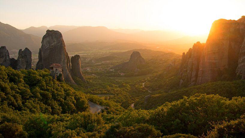 Zonsondergang bij de beroemde kloosters van Meteora van Aagje de Jong