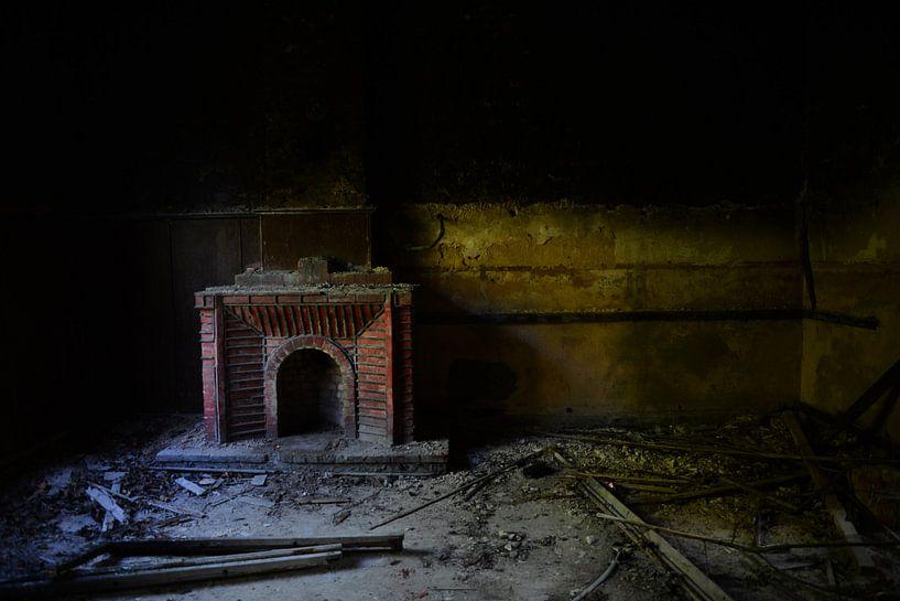 Open haard, zonder vuur.... van Arjan van Roon