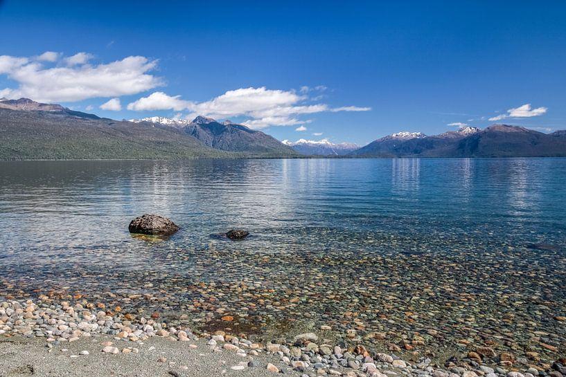 Kust van het Te Anau meer, Nieuw Zeeland van Christian Müringer