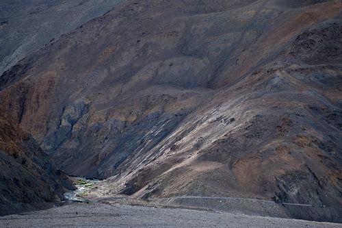 Berghelling in Himalaya in opkomende zon