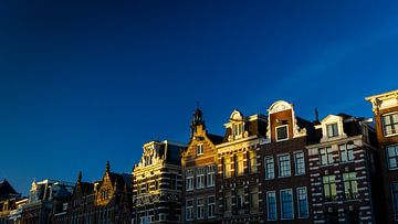 Matinée ensoleillée sur le Rokin, Amsterdam. sur Peter Nederlof