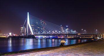 Erasmusbrug bij nacht - Rotterdam van Ricardo Bouman