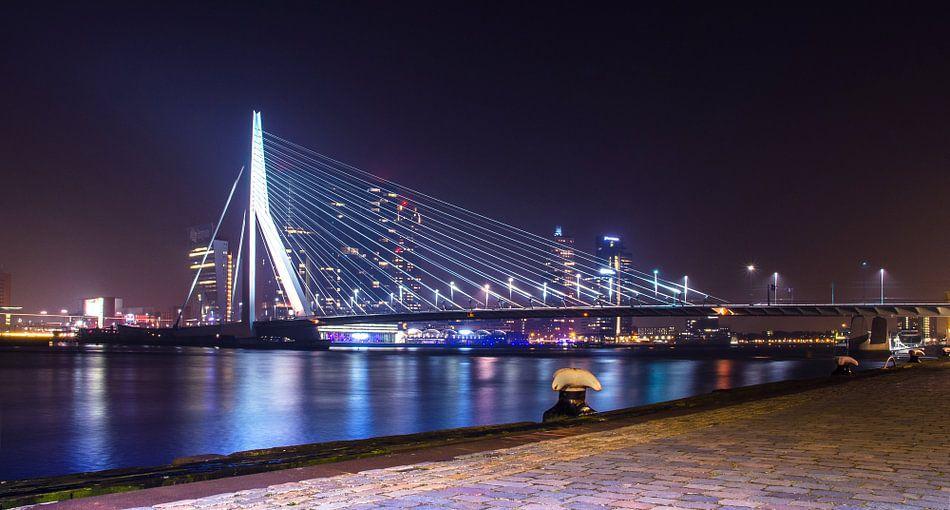 Erasmusbrug bij nacht - Rotterdam van Ricardo Bouman | Fotografie