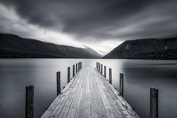 Mist boven het Rotoiti meer in Nieuw Zeeland van Markus Lange