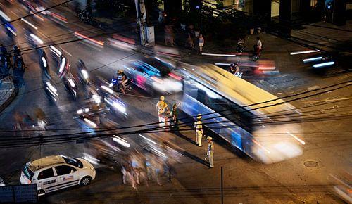Traffic by night. von Rik Engelgeer